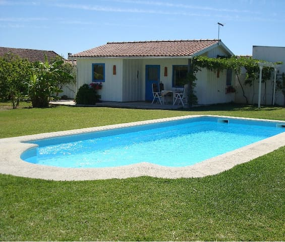 Modern Cozy Cottage,  with Spacious Garden & Pool - Pinhal Novo, - Casa
