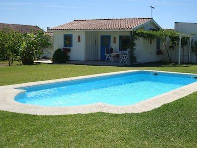 Modern Cozy Cottage,  with Spacious Garden & Pool - Pinhal Novo,