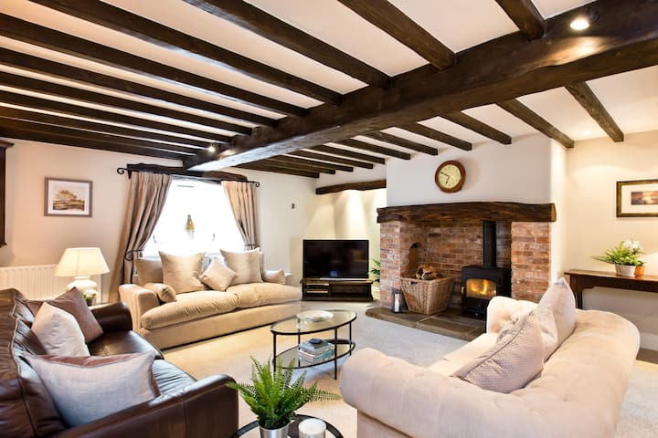 Shippon Barn |  Peak District Village Location
