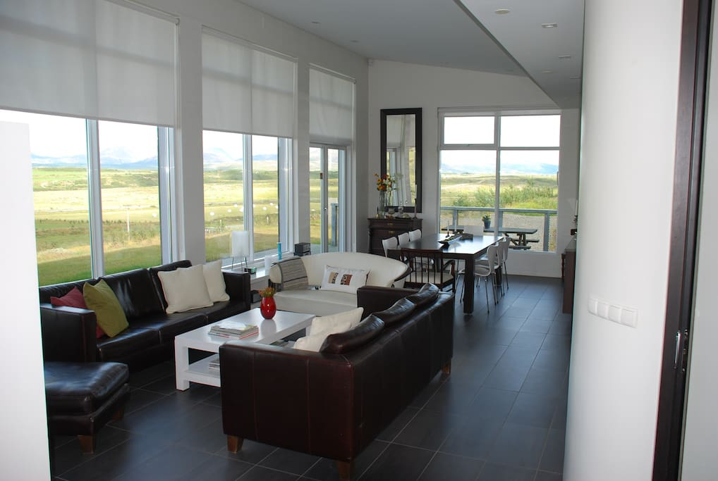 Livingroom and dining area, spectacular view