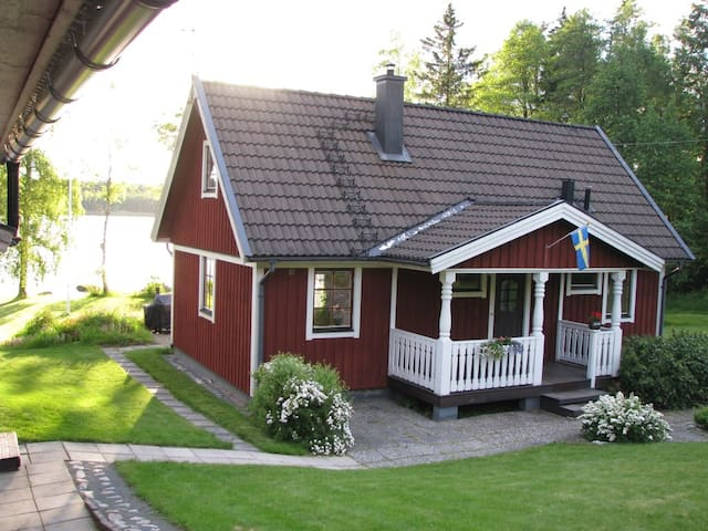 Modern, lakeside living in Småland - Skieryd - Rumah