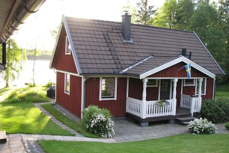Modern, lakeside living in Småland - Skieryd - 一軒家