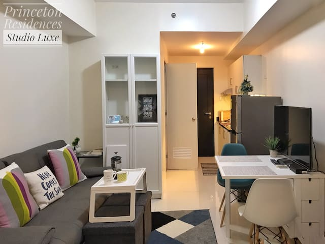 Modern Studio Luxe Unit Facing Manila Bay Sunset