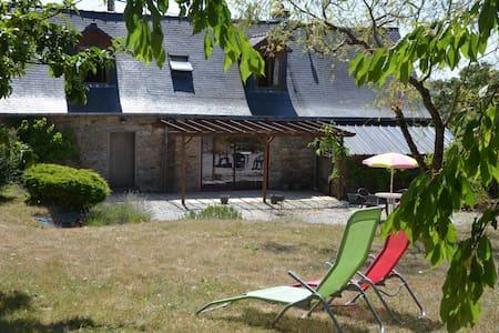 longère située  à 40 km sud Rennes - Rougé - Huis