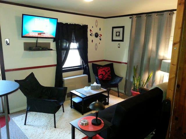 Corner Cabin, Romantic Getaway ;) - Cabins for Rent in ...
