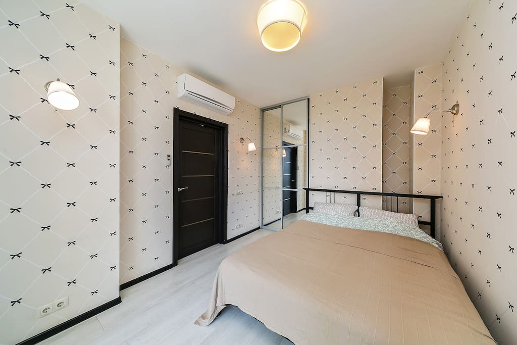 Зона спокойствия и уюта. Болшая кровать шириной 160 см.