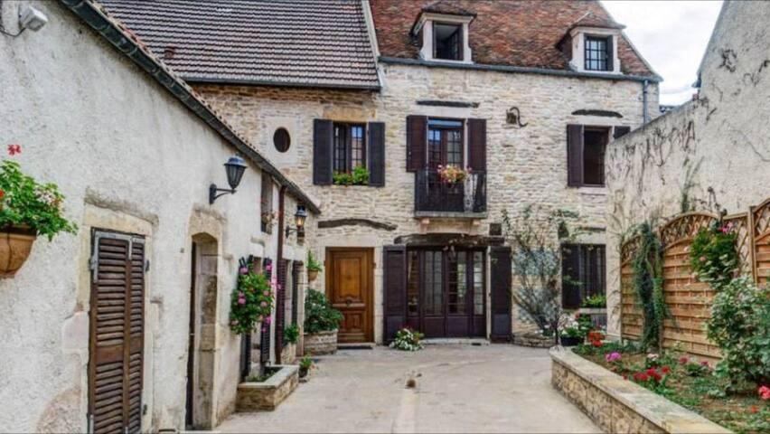 Maison bourguignone de 1669 - Nuits-Saint-Georges - Rumah