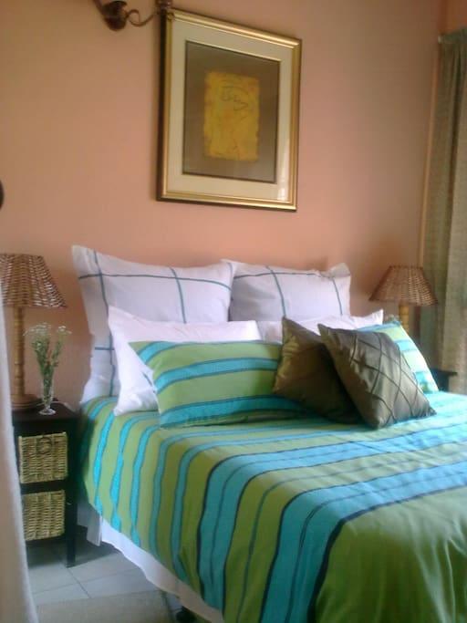 agape guest house chambres d 39 h tes louer kempton. Black Bedroom Furniture Sets. Home Design Ideas