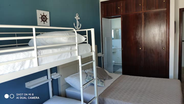 Ericeira Sea Orange House - O Quarto Quádruplo