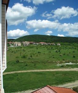 Апартаменты в экологическом парке и красивым видом - Kosharitsa - อพาร์ทเมนท์