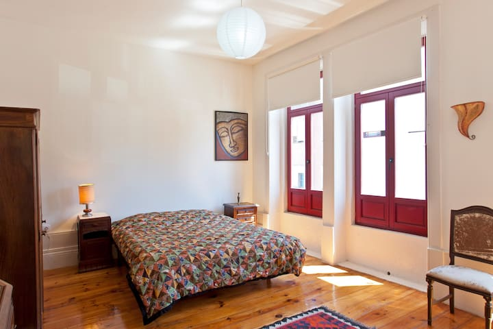 Spacious sunny room, city center