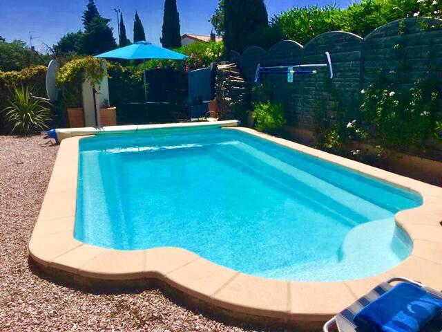 Private 8m x 4m Swimming Pool and Sauna