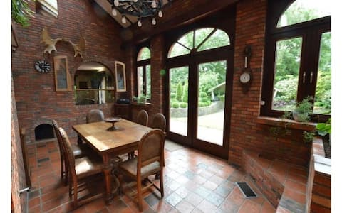 Schönes, originelles Haus mit eingezäuntem Garten im Zentrum von Merksplas.