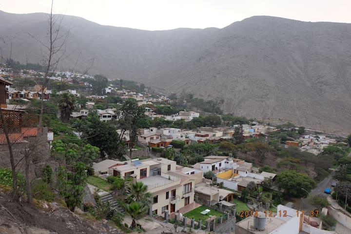 Casa en el Condominio El Cuadro - Chaclacayo - Ház