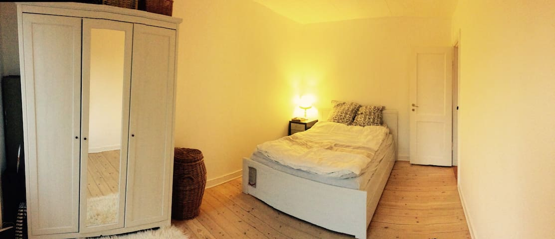 Cheap, romantic and quiet room :) - København  - Apartemen