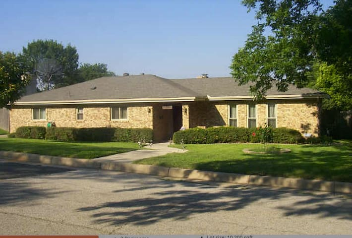 Spacious 3 bed;Spa and Pool Retreat - Fort Worth - Casa