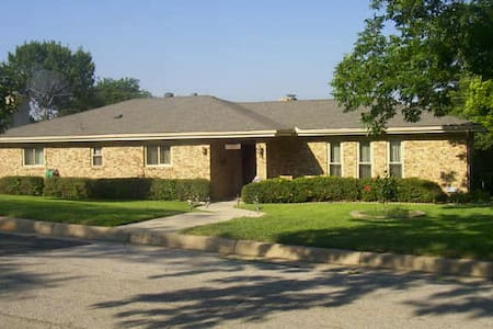 Spacious 3 bed;Spa and Pool Retreat - Fort Worth