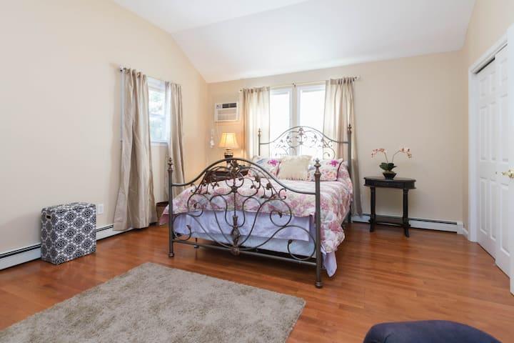 Long Island, Bohemia, 3 bedrooms