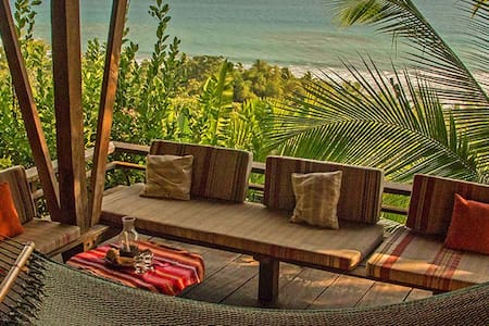 Off the Grid house with ocean view in Corcovado NP