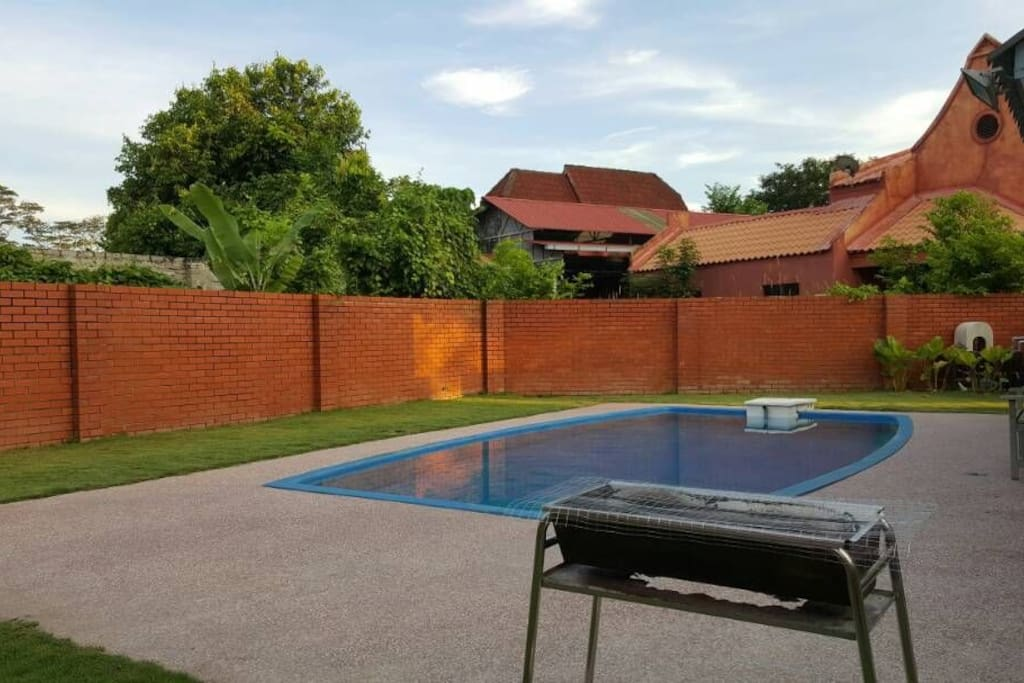 Resort villa with private swimming pool bungalows for rent in alor gajah melaka malaysia for Private swimming pool malaysia