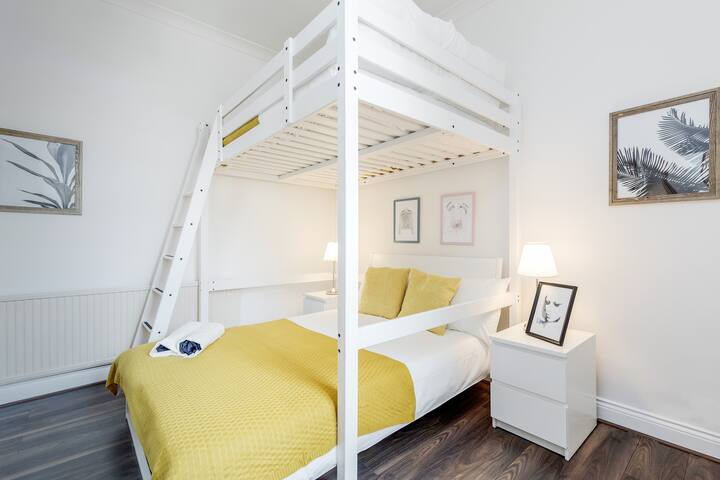 Spacious Quadruple Room Close to Hammersmith