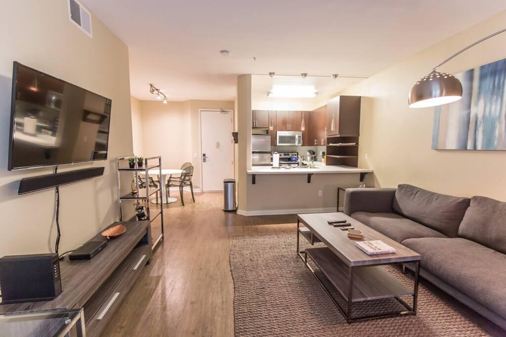 "Main living area - 42"" HD TV, cable, WiFi & bluetooth soundsystem"
