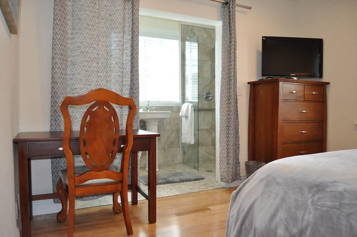 Awesome 1 Bed / 1 Bath!