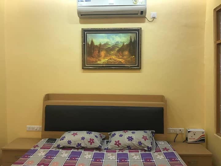 1 BHK (2 room + kitchen) flat 10 minute to airport