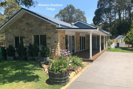 Narooma Sandstone Cottage - Family & dog friendly!