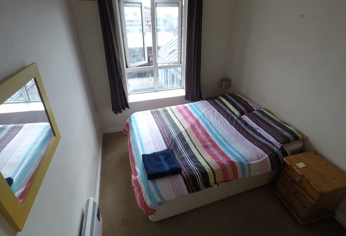 Bright & quiet double room in the heart of town