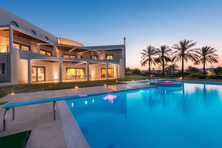 Villa LOULOUDI