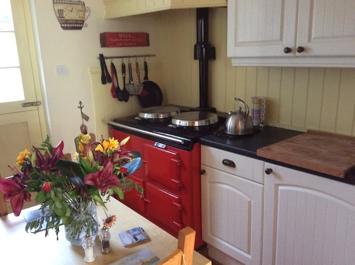 Quaint One Bed Cottage in Hythe in Superb Location