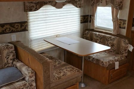 Waterfront 31' Trailer w/bar PetsOK - Husbil/husvagn