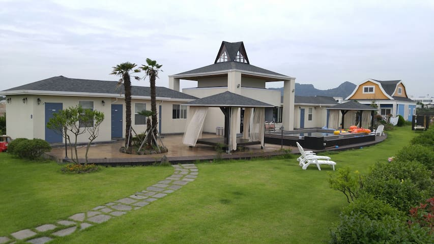 M1 Homely & neat B&B with big pool - Andeok-myeon, Seogwipo-si - Bed & Breakfast