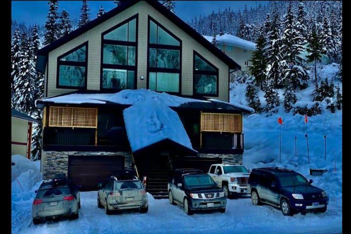 Balkan Cabin B - Ski in Ski Out Best Location