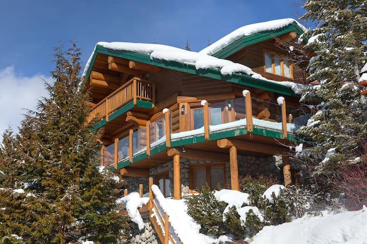 Snow Ridge Chalet