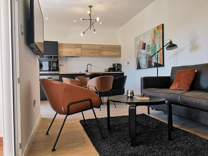 House Antoana  ; Elegant, Luxe 2-bed apartment