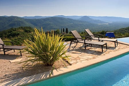 Fabulous Croatian villa (in Istria) - Hus