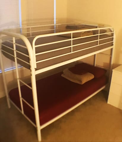 ☾ Bunk Bed - heart of The DC - long stay