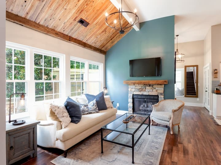 Beautifully Decorated, Cozy, Comfy and Practical!