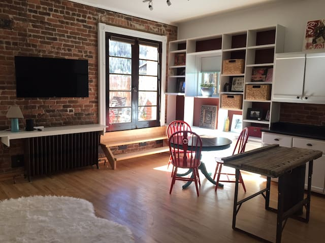 Historic Main Street apartment in center of town