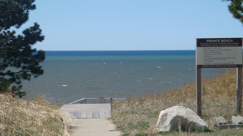 Lakeview Beach is 300 yards away from shared private beach access!