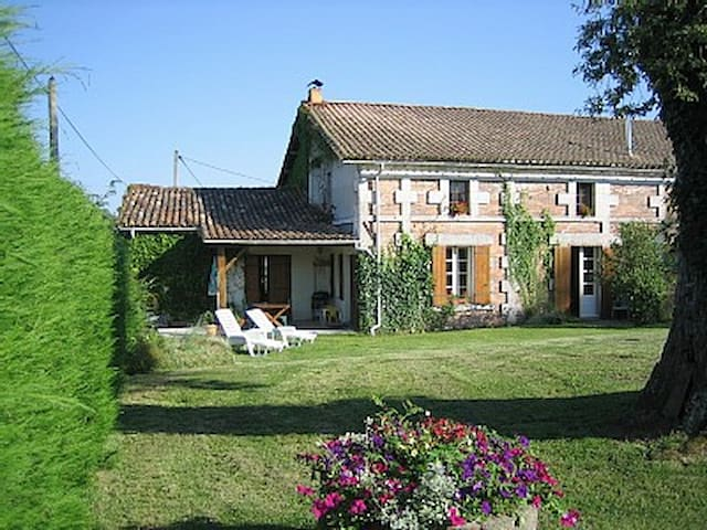 Charming farm house gite. - Saint-Martin-de-Coux