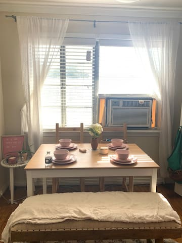 Vintage apartment in the Heart of Rice Village