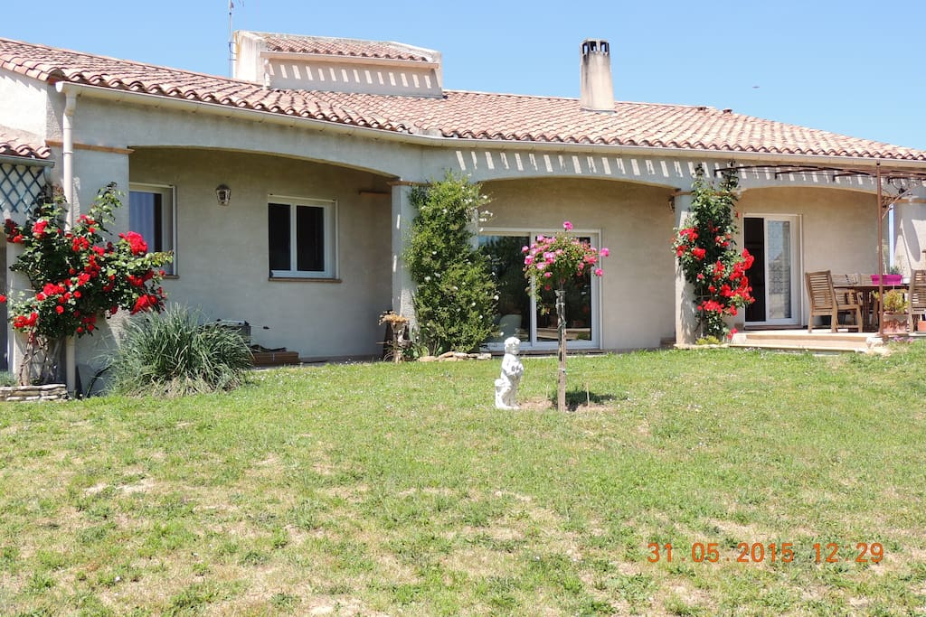 villa spa piscine 5500m2 villas louer alairac languedoc roussillon france. Black Bedroom Furniture Sets. Home Design Ideas