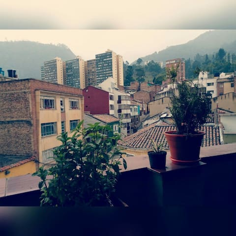 Casa con vista al cerro y terraza - Bogotá - House