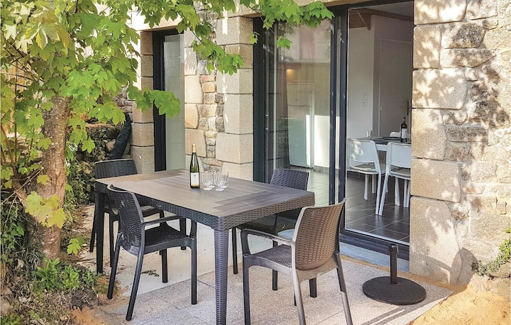 Beautiful home in Erdeven with WiFi and 2 Bedrooms
