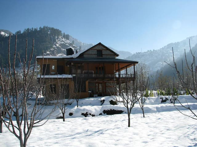 Mount Happy - Naggar, District Kullu - Bed & Breakfast