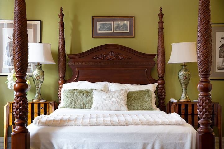Queen sized bed with comfy linens.