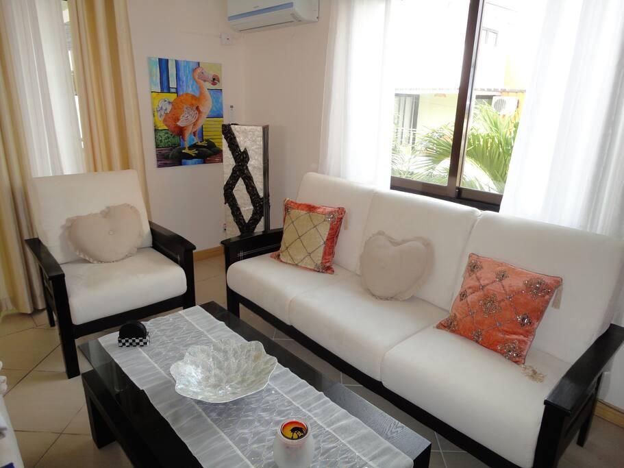 Living Lamp & Air Cond corner